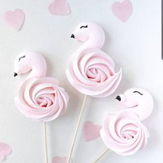 Tag the two friends you would share these with. Reposted from . Cake Decorating Designs, Cookie Designs, Cookie Decorating, Meringue Cookie Recipe, Meringue Desserts, Flamingo Cake, Flamingo Birthday, Cake Pops, Cupcake Cookies