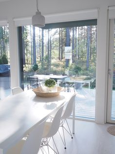 These windows 😍 Scandinavian Interior, Modern Interior, Home Interior Design, Summer House Interiors, Lakeside Cottage, Home Kitchens, Architecture Design, Home Goods, Kitchen Design