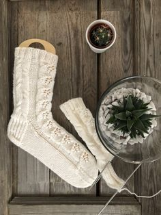 Warm Socks, One Color, Colour, Knitting Socks, Christmas Stockings, Projects To Try, Holiday Decor, Patterns, Color