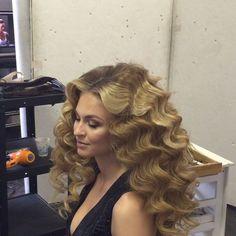 coiffure longue ondulee Loose Curls Hairstyles, Permed Hairstyles, Hairdos, Wedding Hairstyles, Blonde Curly Hair, Long Wavy Hair, Thick Hair, Beautiful Long Hair, Simply Beautiful