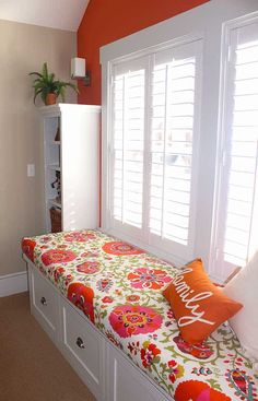 DIY bench seat fabric cushion cover in window seat with shutters Window Seat Cushions, Window Benches, Patio Cushions, Window Bench Seats, Diy Bench Seat, Bench Seat Covers, Upholstered Bench Seat, Diy Cushion Covers, Cushion Ideas