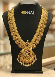21 Most Beautiful Traditional Gold Necklace & Haram Designs! Gold Temple Jewellery, Gold Wedding Jewelry, Wedding Rings, Gold Earrings Designs, Necklace Designs, Jewellery Designs, Gold Haram Designs, Indian Gold Jewellery Design, South Indian Bridal Jewellery