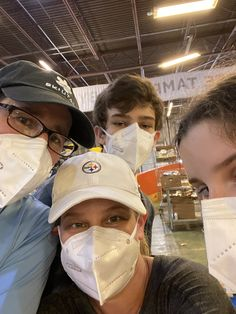 Dr. Stephen Levin and family spent the afternoon volunteering Feeding Tampa Bay We ❤️ our community!!! Wesley Chapel, Heel Pain, Tampa Bay, Baseball Hats, Community, Ankle, Baseball Caps, Wall Plug, Baseball Hat