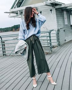 green wide leg olive pants, comfy sweater, chic spring outfit @prettyinthepines
