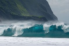 Large waves breaking on Kalaupapa Leper Colony Beach on Molokai widescreen wallpaper Ocean Beach, Ocean Waves, Hawaii Waves, Kauai Hawaii, Beautiful World, Beautiful Places, Amazing Places, Beautiful Pictures, Beautiful Scenery
