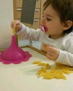 Tutorials, DIY and Craft, activities and games for children. The Montessori Method and … - Kinderspiele Toddler Learning Activities, Montessori Activities, Infant Activities, Craft Activities, Indoor Activities, Preschool Crafts, Family Activities, Montessori Baby, Baby Sensory Play