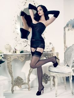 Photos of dressing tables - eva green vanity fair. Actress Eva Green, Green Photo, French Actress, Celebs, Celebrities, Up Girl, Vanity Fair, Beautiful Actresses, Sexy Legs