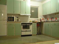 60-talskök - 5 idéer till ditt hem Marimekko, Kitsch, Kitchen Cabinets, Home Decor, Kitchens, Decoration Home, Room Decor, Cabinets, Home Interior Design