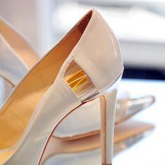Close no recorte em vinil que torna o cap toes Guilhermina ainda mais sofisticado!