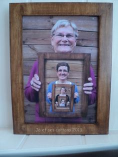 4 G�n�rations de femmes r�unies dans une photo montage... et un cadre en carton bien �videmment... le cadre fait 25x35... et une lazure ch�ne fonc� pour la finition... Vu sur le forum des cartonnistes, dans