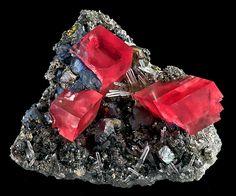 Rhodochrosite on Tetrahedrite with Quartz