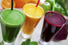 Suco detox de cenoura com maçã -Ingredientes-  1/2 cenoura- 1 maçã- 1/2 pepino…