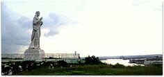 Vista del Cristo de La Habana desde la loma Cabaña, con la bahía de La Habana al fondo. Paris Skyline, Travel, Christ, Sea Level, Havana, Islands, Viajes, Destinations, Traveling