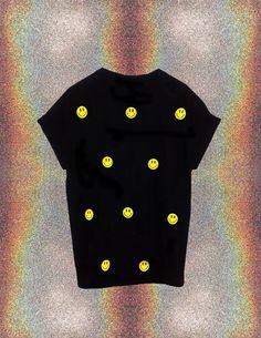Smiley Face TShirt // 90s Grunge // 90s Fashion by llMoonRiverll