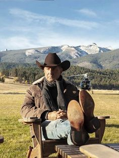 Be an attention seizer by wearing the flamboyant Kevin Costner Yellowstone John Dutton Brown Corduroy Jacket, available at The Movie Fashion, shop now! Brown Corduroy Jacket, Brown Jacket, Black Vest, Cowboy And Cowgirl, Cowboy Hats, Yellowstone Series, Cowboy Outfits, Kevin Costner, Ranch Life