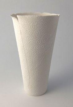 <h5>Paper-thin 4.</h5><p>Cast porcelain.<br>H 24,5cm.</p>