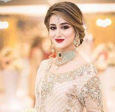 Fulfill a Wedding Tradition with Estate Bridal Jewelry Bridal Mehndi Dresses, Pakistani Bridal Makeup, Pakistani Wedding Outfits, Bridal Outfits, Pakistani Dresses, Bridal Hair Buns, Shadi Dresses, Bridal Makeup Looks, Bridal Photoshoot