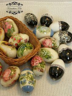 Pisanki w stylu dekoupage. Egg Crafts, Easter Crafts, Easter Gift, Happy Easter, Christmas Time, Vintage Christmas, Egg Art, Recycled Bottles, Egg Decorating
