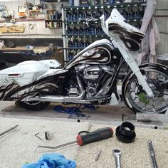 Custom Baggers, Custom Motorcycles, Cars And Motorcycles, Harley Davidson Glide, Bagger Motorcycle, Motor Scooters, Electra Glide, Street Glide, Badass