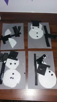 Lumiukkoja tehty konvehtirasioiden välipaperista :)  hatut oli leikattu valmiiksi. Harjat hapsuttivat ite. tekijöinä: 2x kohta 4v, alla 3v ja 1.5v..