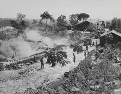 Battery British 87-mm 25-pounder howitzer cannons (QF 25-pounder) fires on the outskirts of Catania in Sicily. Pin by Paolo Marzioli