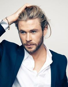 What is there not to like about this man that seems larger than life? I can officially say that I started #celebcrushin on Chris Hemsworth since I first saw him in THOR. Had never seen him prior, been crushin on him ever since.