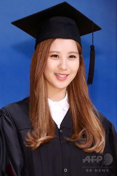 韓国・ソウル(Seoul)の東国大学校(Dongguk University)で行われた秋季学位記授与式で、功労賞を受賞したガールズグループ「少女時代(Girls' Generation、SNSD)」のソヒョン(Seohyun、2014年8月21日撮影)。(c)STARNEWS ▼26Aug2014AFP 少女時代ソヒョン、大学卒業式で功労賞を受賞 http://www.afpbb.com/articles/-/3024074 #서주현 #Seo_Ju_hyun #徐朱玄 #소녀시대_서현 #SNSD_Seohyun #少女時代_徐玄