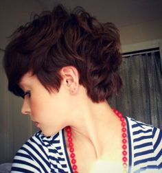 Coolest Pixie Hair Cuts: This pixie cut mixed with curly hair looks super lay doable and fashionable. It is a good choice for thin hair with texture. Wavy Pixie Haircut, Curly Pixie Hairstyles, Curly Pixie Cuts, Pretty Hairstyles, Short Hair Cuts, Curly Hair Styles, Pixie Haircuts, Messy Pixie, Long Pixie