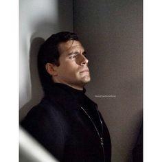 """49 Me gusta, 1 comentarios - Henry Cavill 💟 (@henrycavillunofficial) en Instagram: """"Napoleon Solo 😎💋 #themanfromuncle #henrycavill #sexyspy #napoleonsolo #henrycavillunofficial #edits"""""""