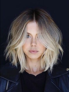 There's nothing like a strong middle parting to show off striking blonde color in loose waves #wavyhair