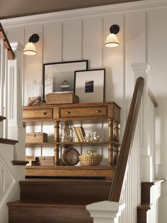 I have plenty of room on my stair landing for a table/vignette like this. Style At Home, Stair Landing Decor, Staircase Landing, Stairs With Landing, Lexington Home, Living Vintage, Creation Deco, Foyer Decorating, Decorating Ideas