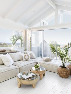 Australian Hamptons Style House With Ocean Views! How amazing is this stunning feature window with Hamptons style bifold doors leading onto deck with ocean front views! 🍃 😍 We are loving this stunning Australian. Hamptons Style Homes, Hamptons House, The Hamptons, Hamptons Beach Houses, Hamptons Living Room, Hamptons Fashion, Tropical Decor, Tropical Interior, Tropical Vibes