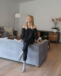 Off the shoulder top covers all the right spots, high-Rise Coated Skinny black Jeans, my #goto for black jeans and snakeskin booties. Comfortable cooking outfit #Thanksgivingstyle