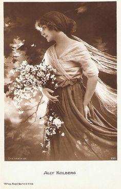 Ally Kolberg. German postcard by Ross Verlag, Berlin, no. 253, 1919-1924. Photo: Ernst Schneider.