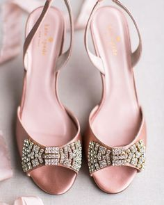 Umm hello sparkly wedding shoes! We totally need these neauties spotted on @elizabethannedesigns in our lives! Photography: @rusticwhite   Shoes: @katespadeny by aislesociety