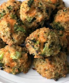 This recipe for broccoli cheddar quinoa bites meets all the pre-requisites for our go-to meal category! It's hearty and healthy, easy to make, cheesy and flavorful. - Everyday Dishes & DIY think i would use spinach instead of broccoli Veggie Dishes, Veggie Recipes, Baby Food Recipes, Cooking Recipes, Baked Quinoa Recipes, Recipes Dinner, Quinoa Meals, Dinner Ideas, Cereal Recipes