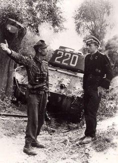 "elisabeth-brown: "" blutiger-stahl: "" SS-Sturmbannführer Hubert-Erwin Meierdress (rechts), Kommandant des 3. Panzerregiments der Division Totenkopf - hier neben einem unbekanntem SS-Hauptsturmführer -..."
