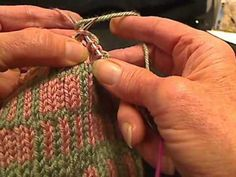 Fair Isle Knitting - Carrying Floats- Two hands = particular attn to 4:07 - w.h.o.a. blew my mind