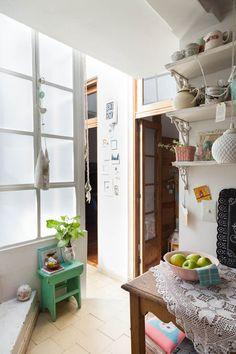 Fer y Tate. Casa en un primer piso por escalera. Remodelada. 3 ambientes, terraza y quincho multiuso en La Boca, Ciudad de Buenos Aires.