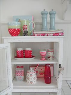 GreenGate stoneware, teatowels and cup cakes