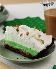 Add a fun green twist to your St. All the kids including Dad! Pie Recipes, Baking Recipes, Pistachio Pie, Cheesecake Pie, Cool Whip, What To Cook, Desert Recipes, Chocolate Desserts, Sweet Treats