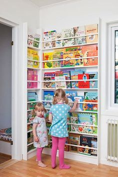 Newsstand-Style Corner Book Display Rack for Kids. How to decorate a library in your children's room. Children's room home decor ideas. Casa Kids, Corner Storage, Corner Shelving, Wall Shelving, Wall Storage, Toy Rooms, Kid Spaces, Space Kids, Play Spaces