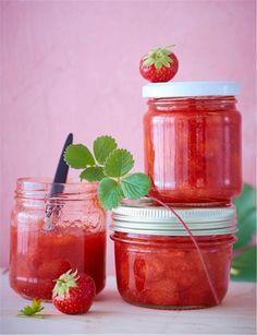 Εύκολη μαρμελάδα φράουλα με μόνο 3 υλικά