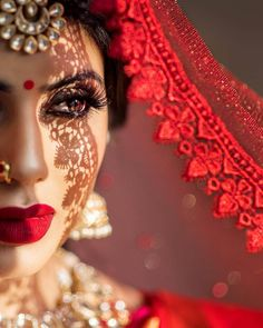 Magnetic Dark Lip Makeup for Brides for Their Wedding: Bridesmaids Could Go Too