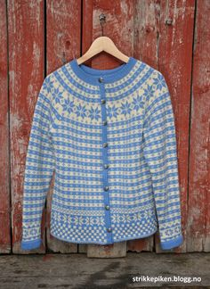 Bilderesultat for kofte med rundfelling Knitting Designs, Knitting Stitches, Hand Knitting, Men Sweater, Knit Sweaters, Shawl, Fashion Outfits, Crochet, Pattern