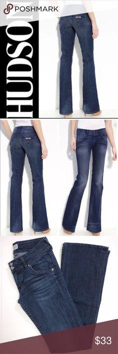 "Hudson Signature Bootcut Jeans ✔️98% Cotton•2% Elastan ✔️Bootcut ✔️Inseam: 33.5"" ✔️No Holes, Stains or Damages ✔️1564-6 Hudson Jeans Jeans"