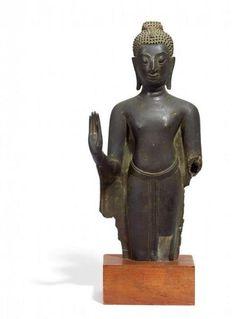 STEHENDER BUDDHA. - Thailand. Ayutthaya, Kampeng Phet-Stil. Ca. frühes 16. Jh. - [...]