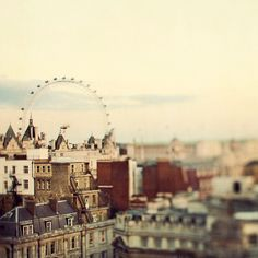 For those who like their London done up dreamy and ethereal. (IrenaS flickr)