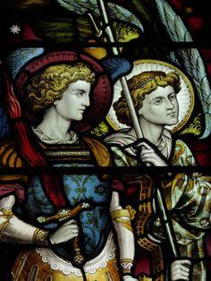 Primeiro círculo (Tres primeiros coros de anjos): os anjos deste círculo são os mais próximos de Deus e dele fazem parte os serafins, querubins e tronos.