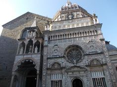 It was built by order of Bartolomeo Colleoni, a captain under the Venetian republic, who wanted a fitting home for his own tomb. he chapel was designed by Giovanni Antonio Amadeo and has been likened to a jewel box because of its ornately decorated marble facade.